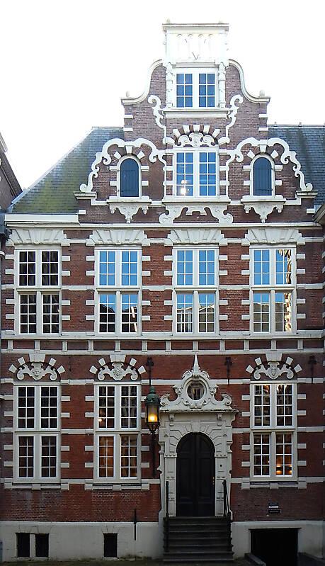 english red bricks building 11