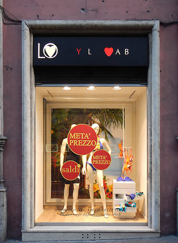 rome street shops 4