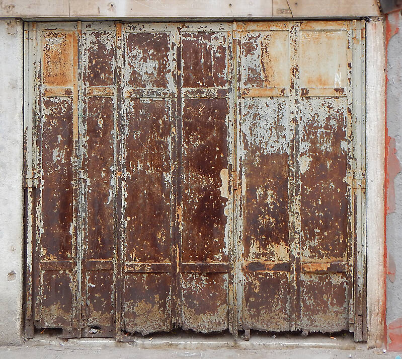 rusted metal door from venice 3