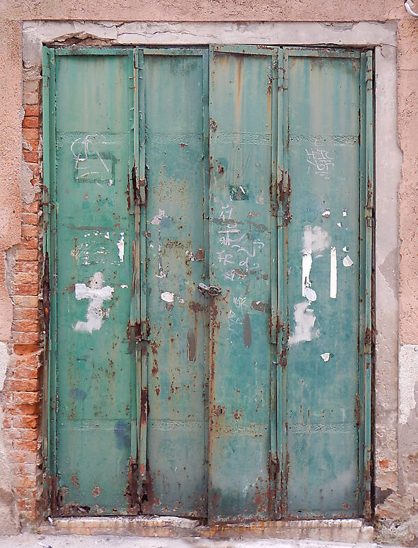rusted metal door from venice 4