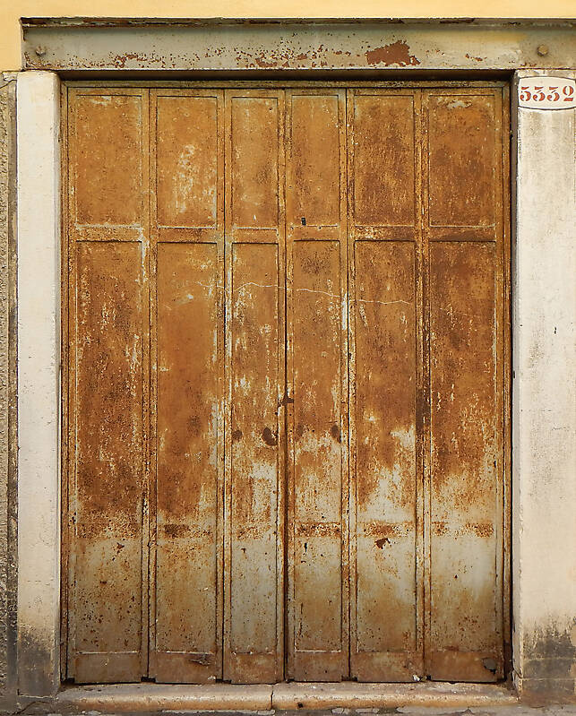 texture rusted metal door from venice 8 metal doors
