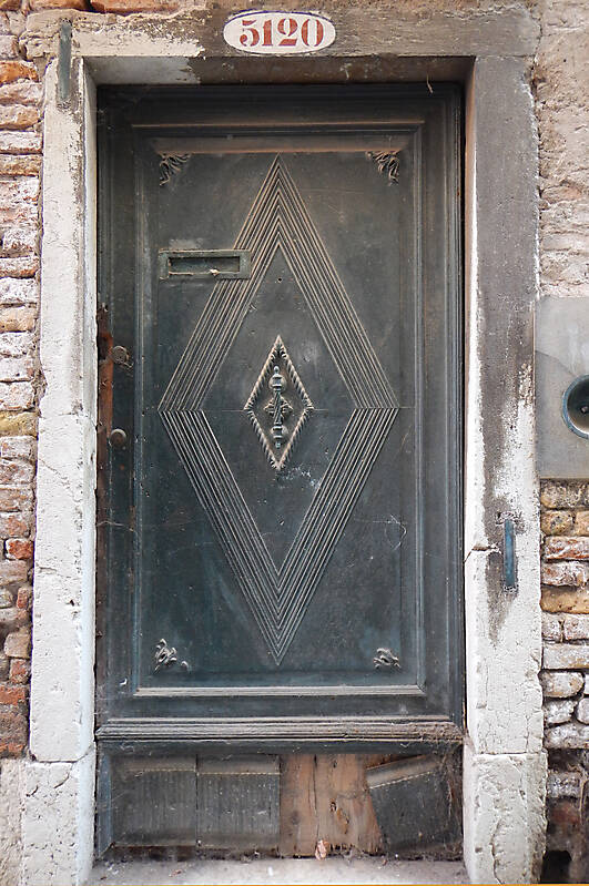 ornate wood door from venice 12