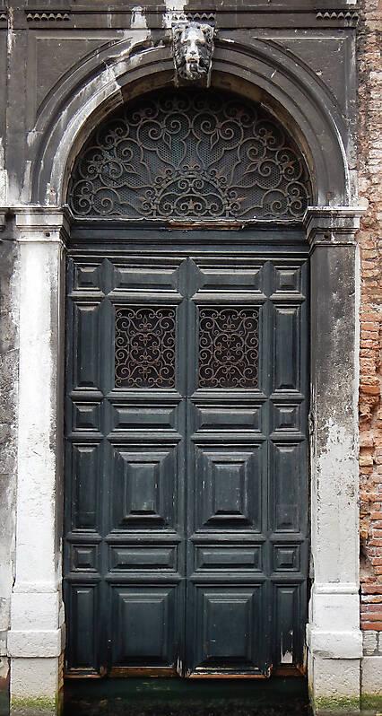 wooden door from venice 11
