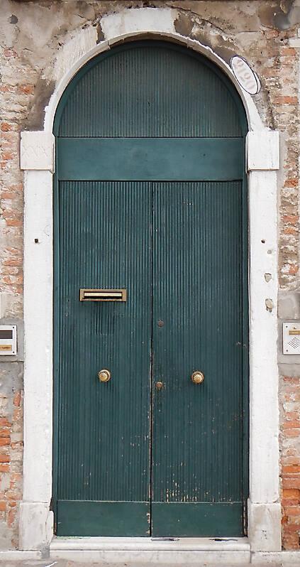 wooden door from venice 15