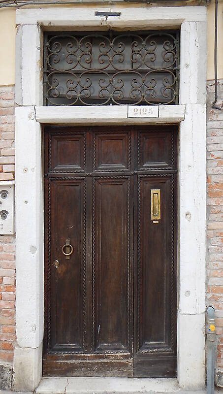 wooden door from venice 16