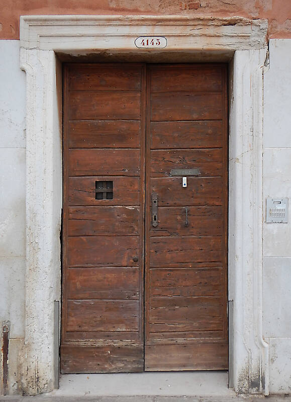 wooden door from venice 19