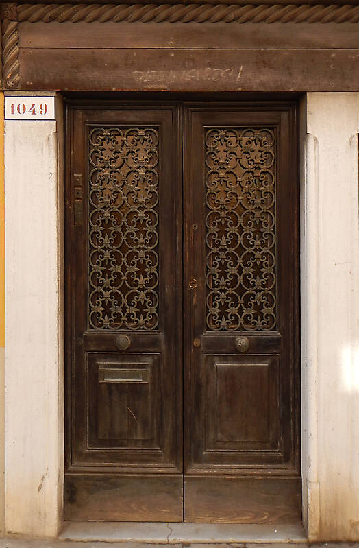 wooden door from venice 23