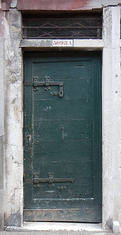 wooden door from venice 30