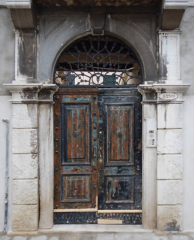 wooden door from venice 22