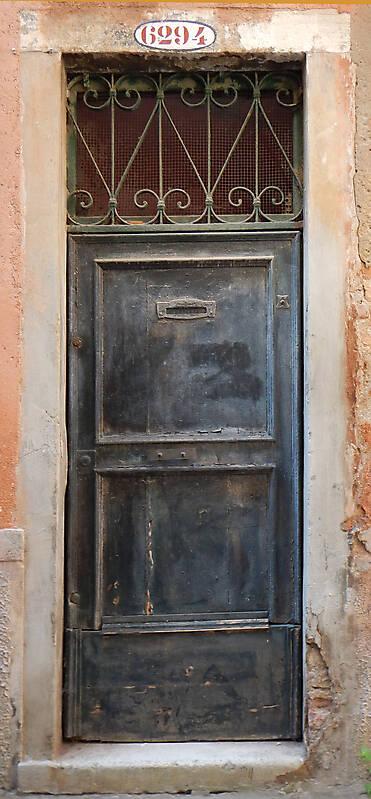wooden door from venice 36