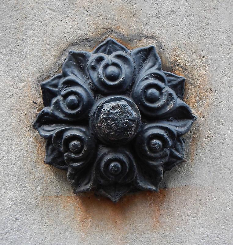rusty emblem decoration 4