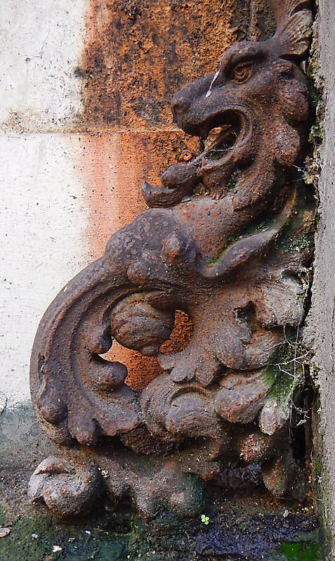 rusty metal lion from florence
