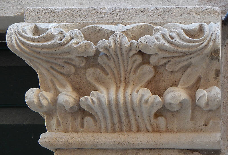 greek stone pillar capital 4
