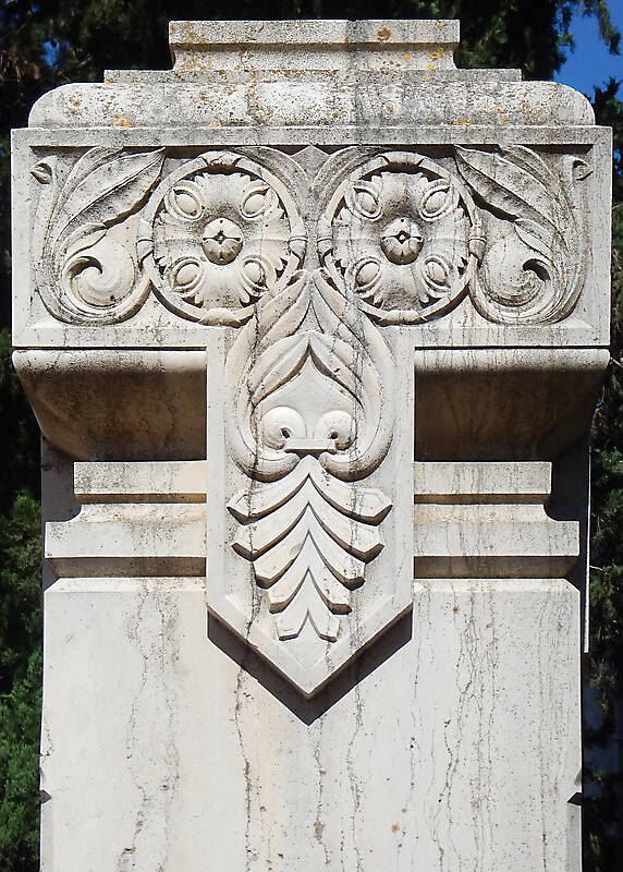 stone pillar capital ornament 16