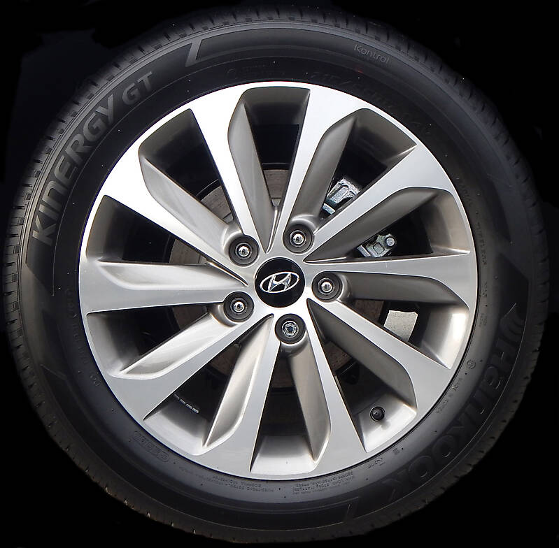 hyundai rims and tyre new