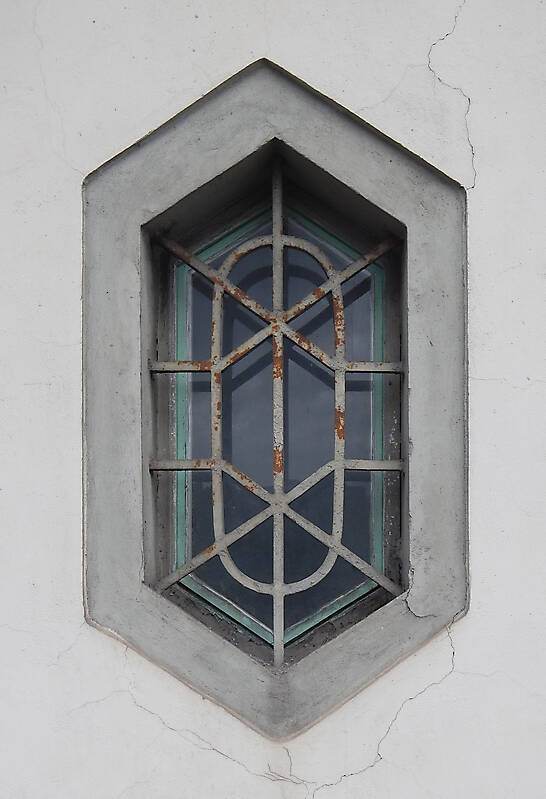 exagonal window