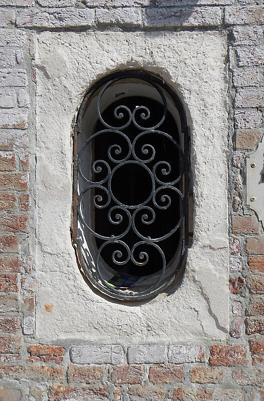 old window from venice 27