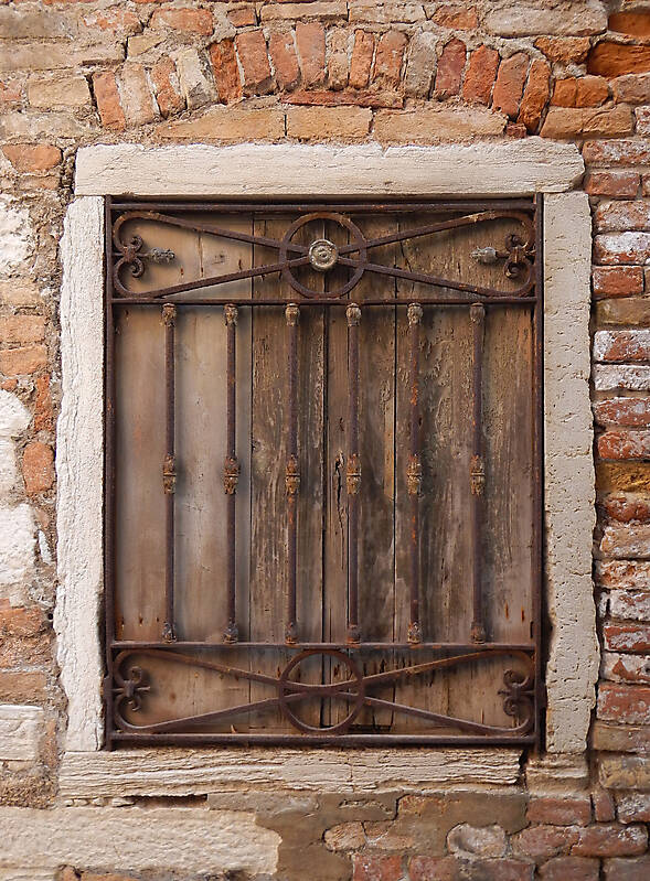old window from venice 33