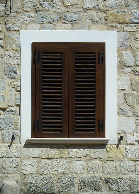 window with veneziane