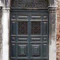 wooden door from venice 11