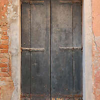 wooden door from venice 35