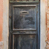 wooden door from venice 36