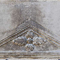 entrance top stone decoration