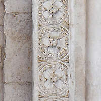 square pillar with ornaments 7