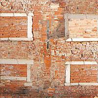 moldy bricks wall venice 32