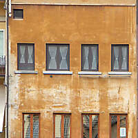 old florence building brown 20