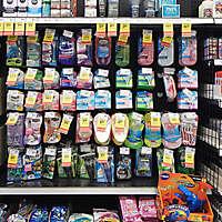 market shelves razors
