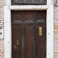 wooden door from venice 16