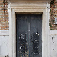 wooden door from venice 13