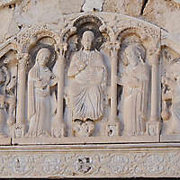 saints in the arches stone decoration 41