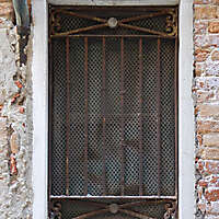 old window from venice 37