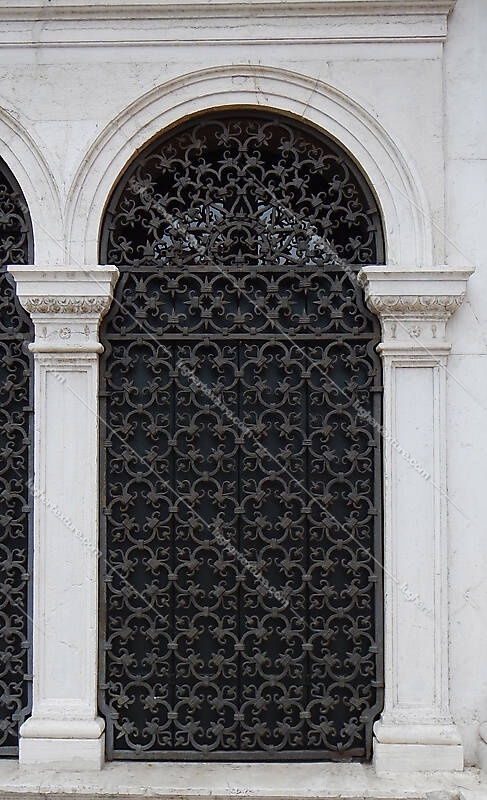 old window from venice 23
