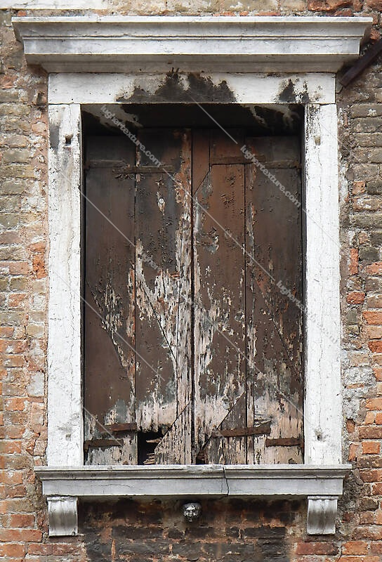 old window from venice 11